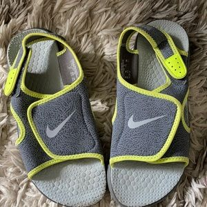 Nike sandals size 5 youth